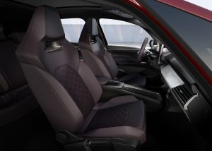 SEAT-el-Born-plugged-into-electric-mobility_10_HQ - Copy