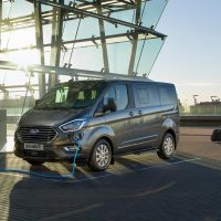 2019_FORD_TOURNEO_CUSTOM_PHEV__01-LOW