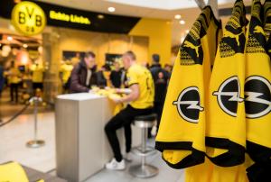 BVB-Home-Shirt-Opel-Logo-506793