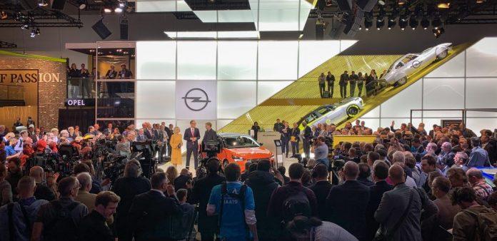2019-IAA-Frankfurt-Michael-Lohscheller-Juergen-Klopp-Opel-Corsa-e-508723