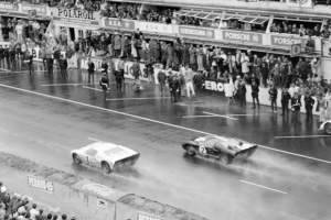Le_mans_1966_GT40_LAT