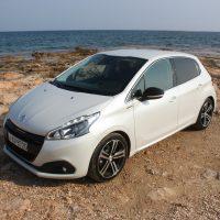 Peugeot_208_1.5_autoholix.08