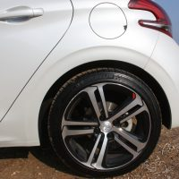 Peugeot_208_1.5_autoholix.09